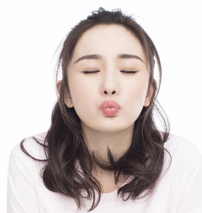 Bạn có thể thực hiện các động tác massage đơn giản cho đôi môi nhiều lần trong ngày