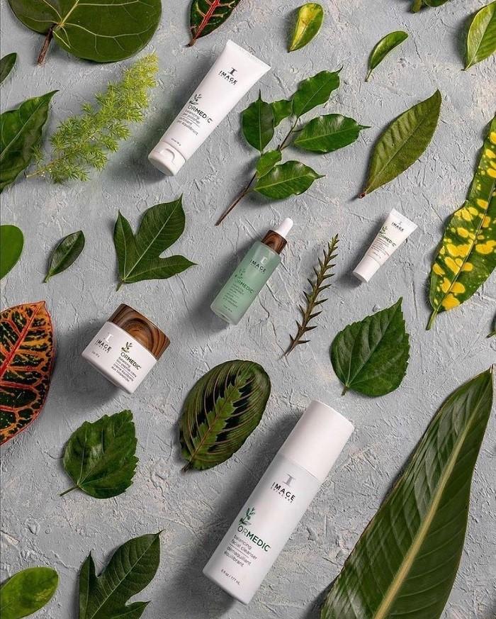 Ngoài son dưỡng môi, dòng Ormedic còn có nhiều sản phẩm chăm sóc làn da nhạy cảm khác