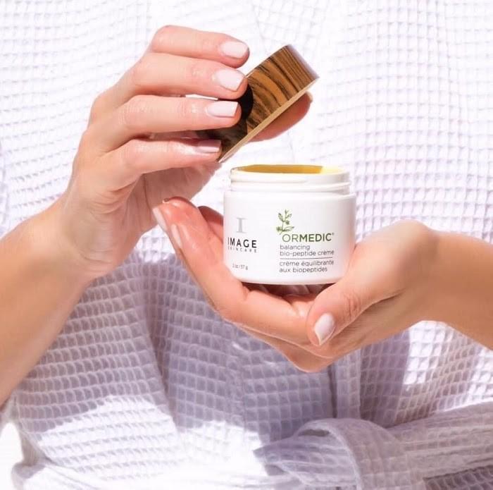 Kem dưỡng đóng vai trò cực kỳ quan trọng trong chu trình dưỡng da